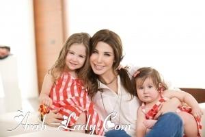 مجموعه صور مختاره لنانسي عجرم مع طفلتيها أيلا وميلا